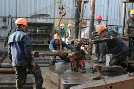Men working 2
